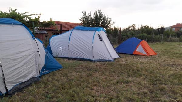 Палаткуване в Слънчевата ферма
